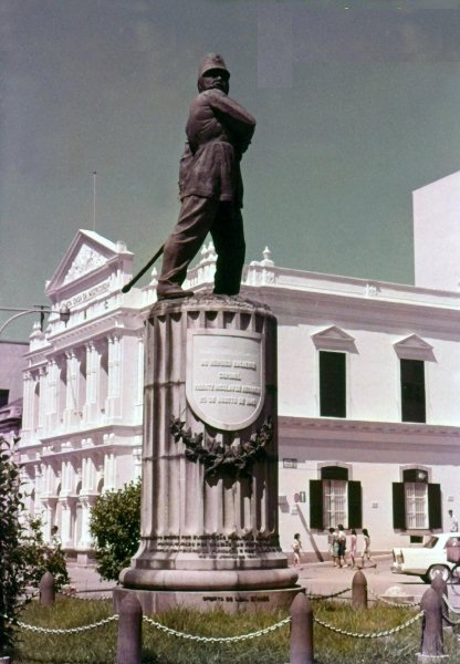 Statue of Vicente Mesquita as it originally stood in Macau